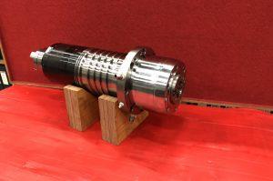 Hovedspindel lejeskift FIRST V2000 med 12000 rpm spindel ISO40
