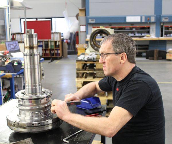 Reparation og vedligehold af bearbejdnings maskiner